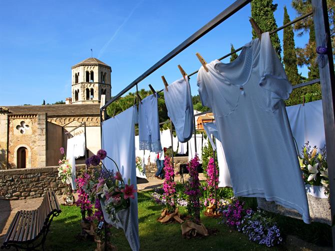 Flower washing line,Temps de Flors, Girona