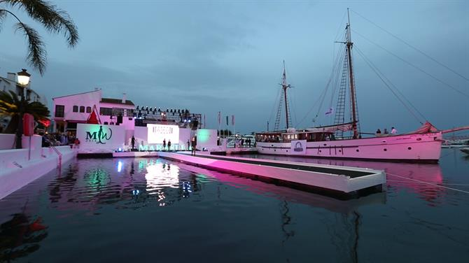 Floating Catwalk - MLW2014