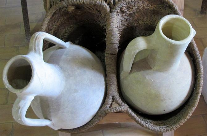 Traditional white jugs from Agost, Alicante