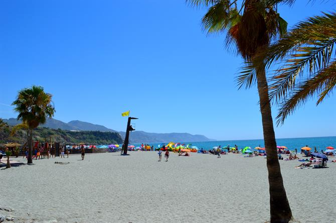 Playa de Burriana en Nerja
