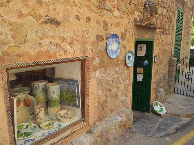Deia ceramics shop