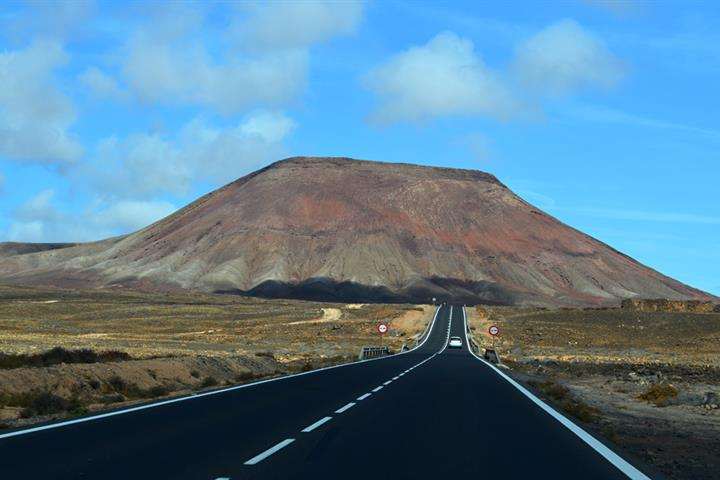 Driving on Fuerteventura, discovering northern highlights