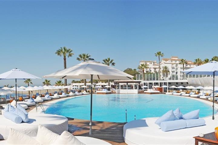 Best beach clubs Marbella - Ocean Club, Puerto Banus