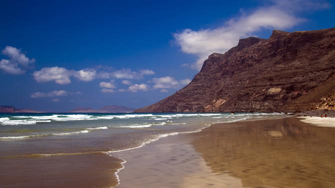 Playa de Famara, one of the best beaches for surfing in Lanzarote