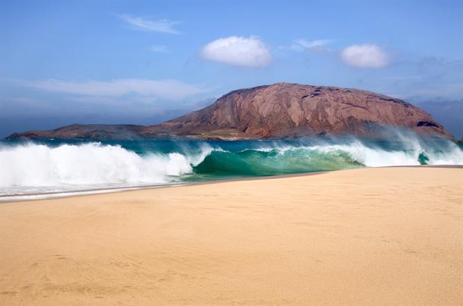 Best Beaches in Canary Islands - Playa de Las Conchas (La Graciosa)