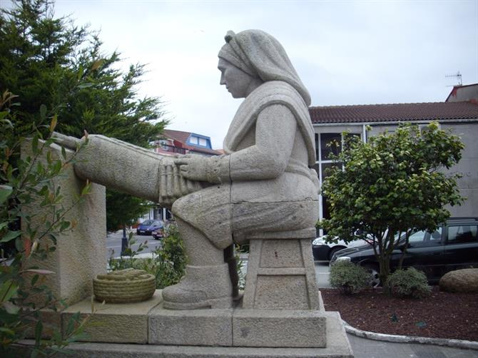 Statue of a lacemaker in Camarinas