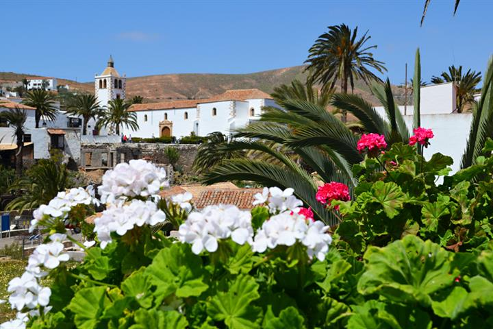 Driving on Fuerteventura, discovering the southern sights