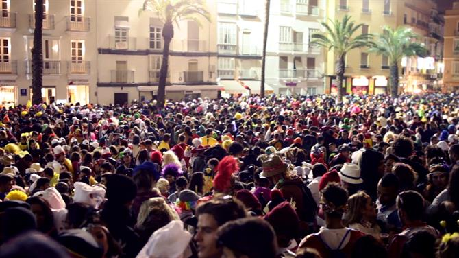 The crowds on the streets at the Carnival of Cadiz