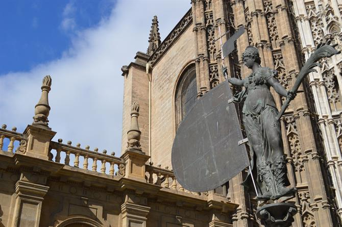 fdf6a3dde Visiting the Seville Cathedral   the Giralda Bell Tower
