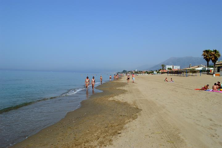 Best beaches in Marbella - Playa Hermosa
