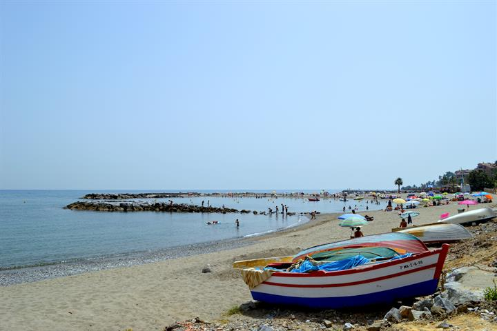 Best beaches in Marbella - Playa de Nueva Andalucia
