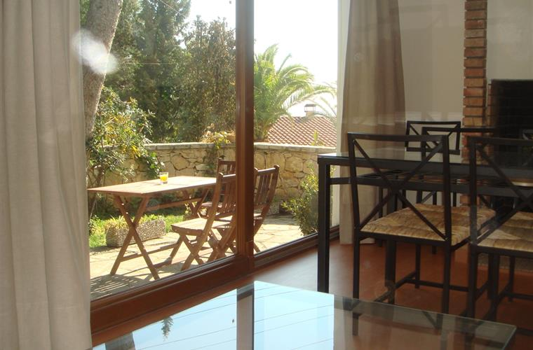 Dinning room with view to the garden-sea