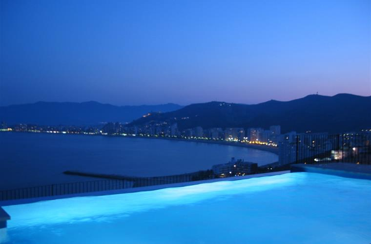 NIGHT VIEWS PRIVATE SWIMMING POOL