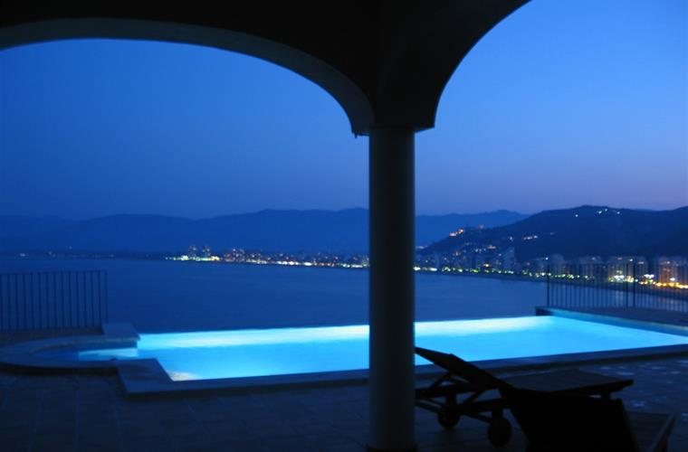 NIGHT VIEWS INFINITY POOL!!!