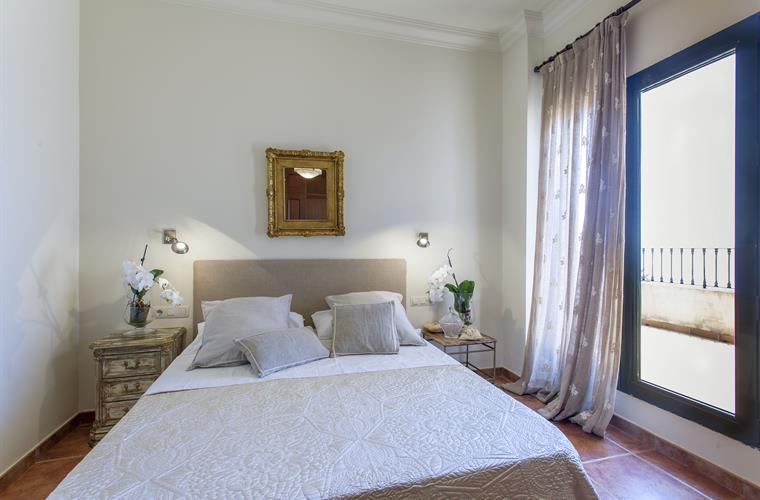 All bedrooms with private bathrooms, private terraces and air acco
