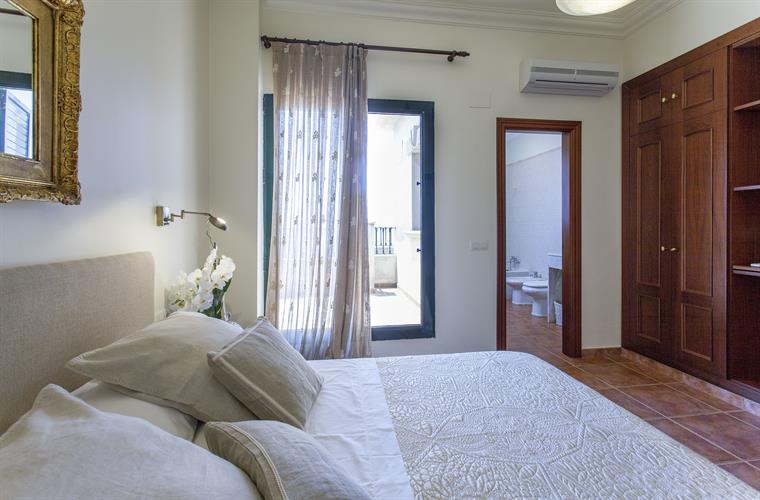 Bedroom with private bathroom and air acconditioning