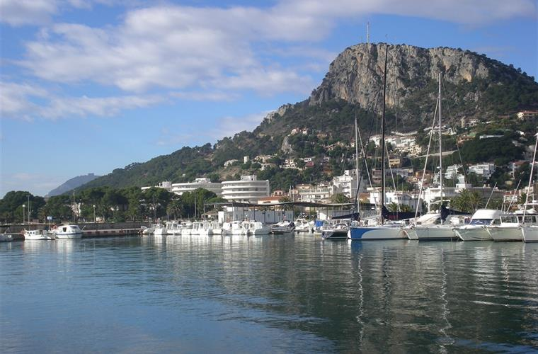 The port at L'Estartit, with Rocamura mountain behind