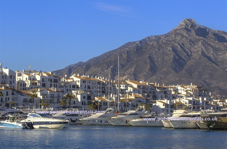 Many restaurants, shops and bars in Marina Puerto Banus