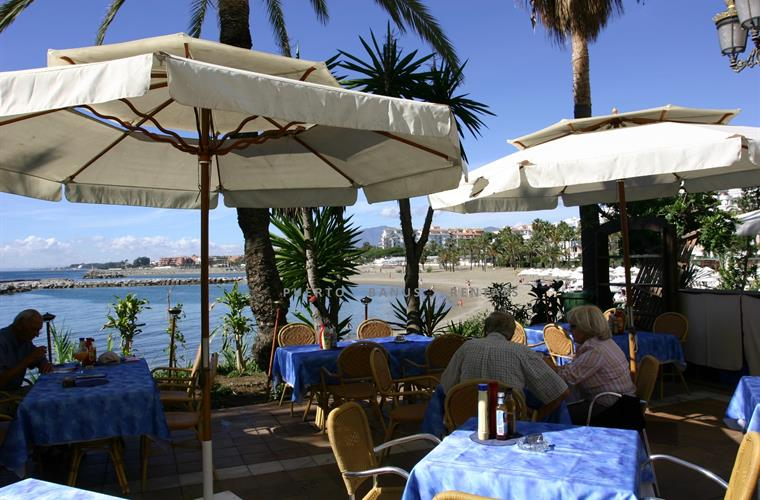 seaside dining in Puerto Banus-Club Playas del Duque in background