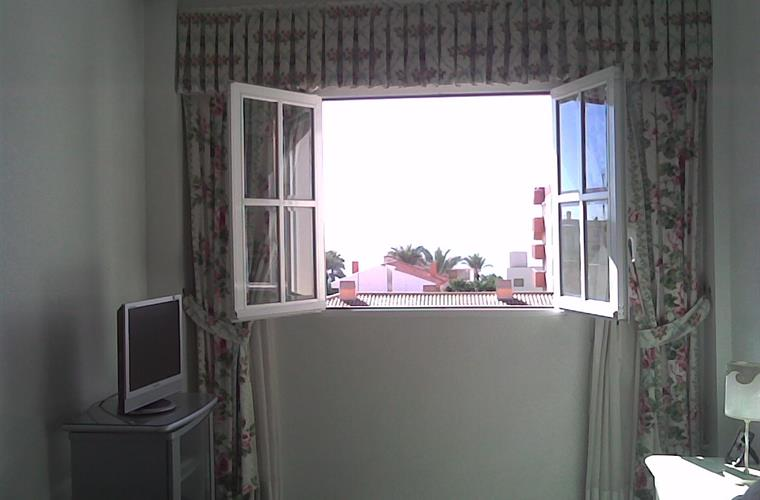 in winter, open the window, let in the sun in the master bedroom