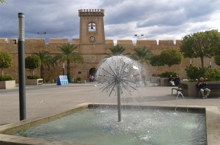 Castle of Santa Pola, a pleasant walk through the center of the city.