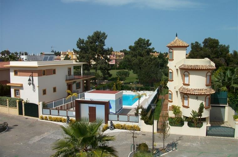 View from roofterrace on communal pool