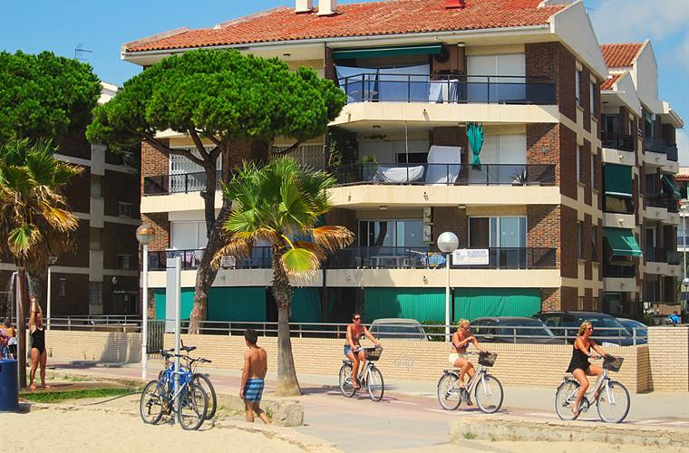 "The building ""Mexico I."", located directly on the beach"