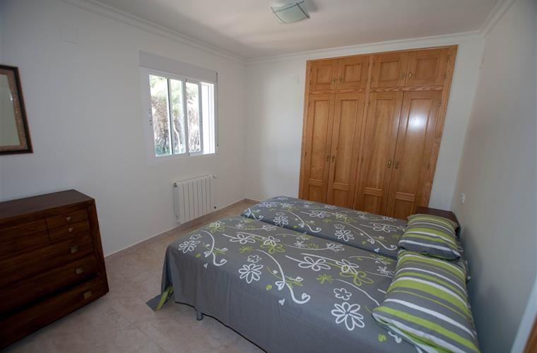 3th bedroom with 2 single beds