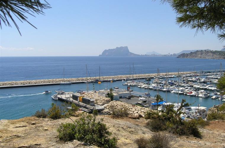 HARBOUR AND VIEW TO CALPE ROCK