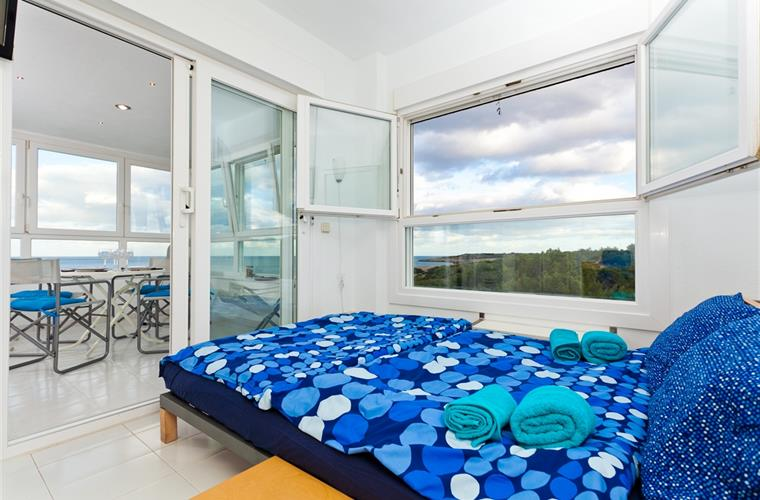 Bedroom with view to the natural park and the sea
