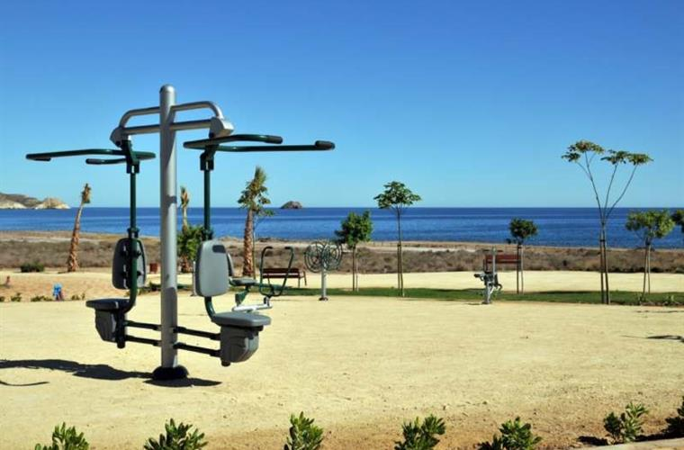 Oceanfront outdoor fitness center