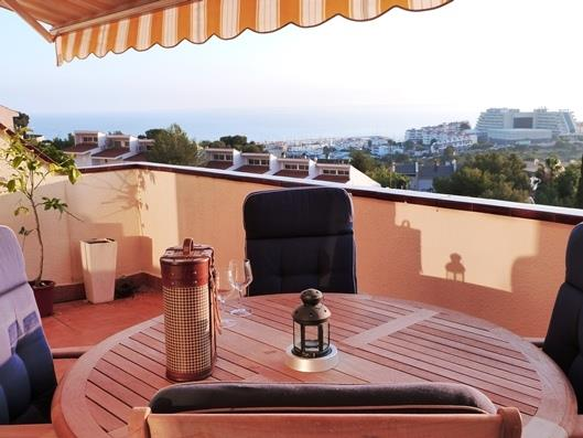 Enjoy a dinner in this terrace with nice views