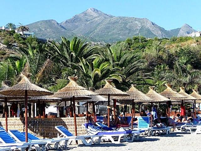 Sun loungers on Burriana Beach - a 5 minute walk.