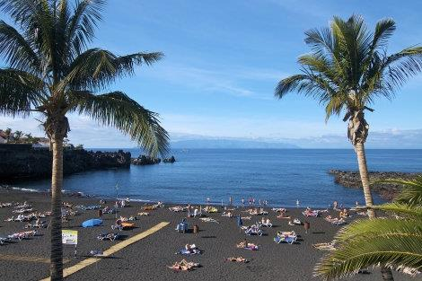 Playa de la Arena - nearby black lava beach