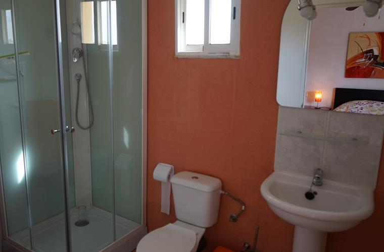 bathroom orange room Casa Rosa