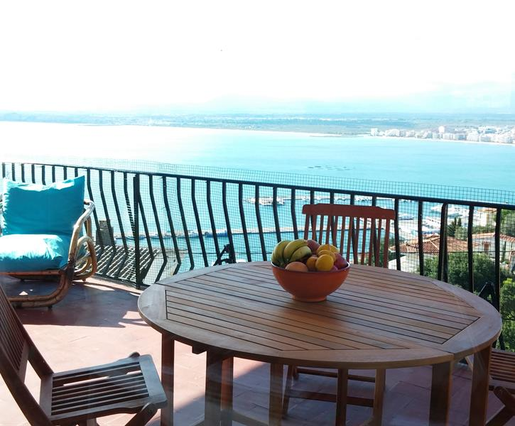 Holiday Apartment For Rent In Roses Puig Rom Roses Vacation