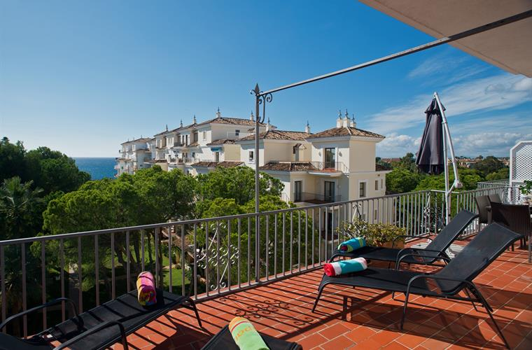 South  facing balcony. Sea views while sunbathing, dining or both!