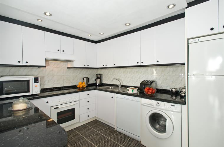 Spaciously modern & fully equipped kitchen with granite work tops