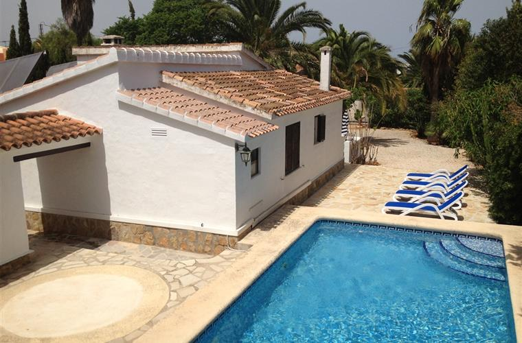 Villa in Denia pool