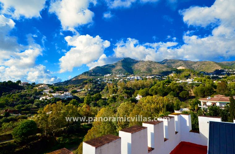 Stunning hilltop location with 360 views of mountains and sea