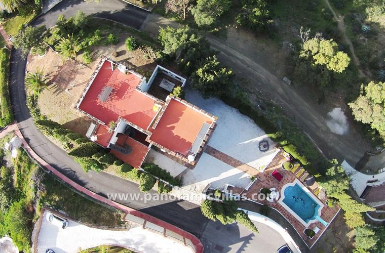 Aerial photo showing the villa, pool and garden