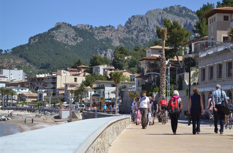 The promenade (only pedestrians) of Puerto Soller