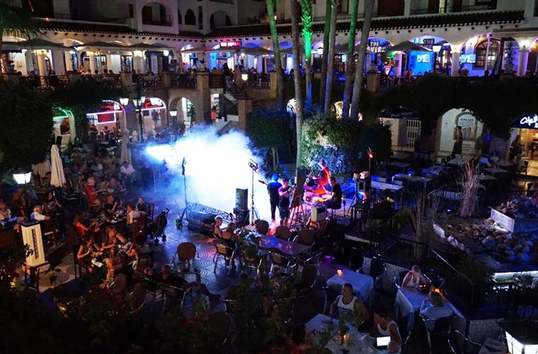 Villamartin Plaza Live entertainment