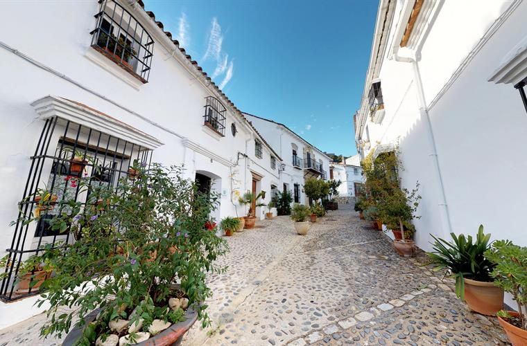 La casa del piano is located in the nicest street of the village.