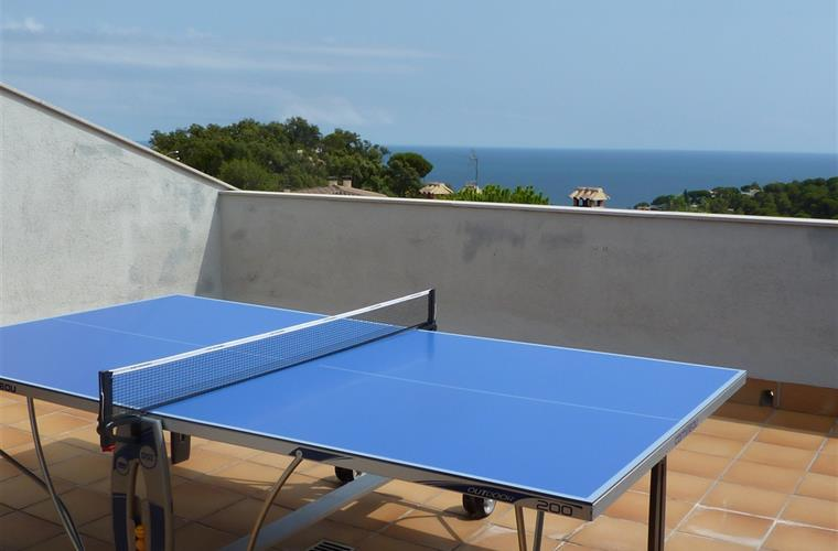 Ping-pong on rooftop with sea-view