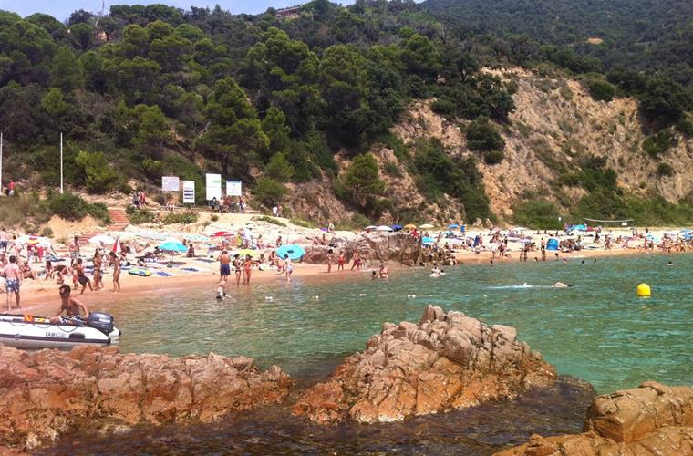 rosamar beach in full summer