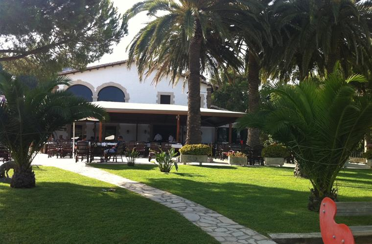 The beautiful rosamar restaurant, right at the beach