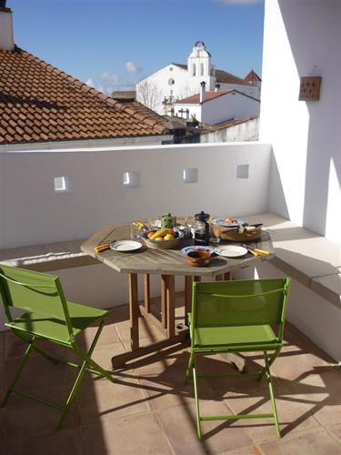 Sunny breakfasts on the terrace