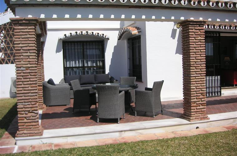NEW COMFORTABLE OUTDOOR FURNITURE