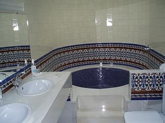 MASTER ENSUITE BATHROOM WITH BEAUTIFUL CIRCULAR SUNKEN BATH